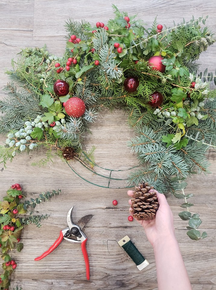 HOLIDAY WREATH WORKSHOP - Dan Jones